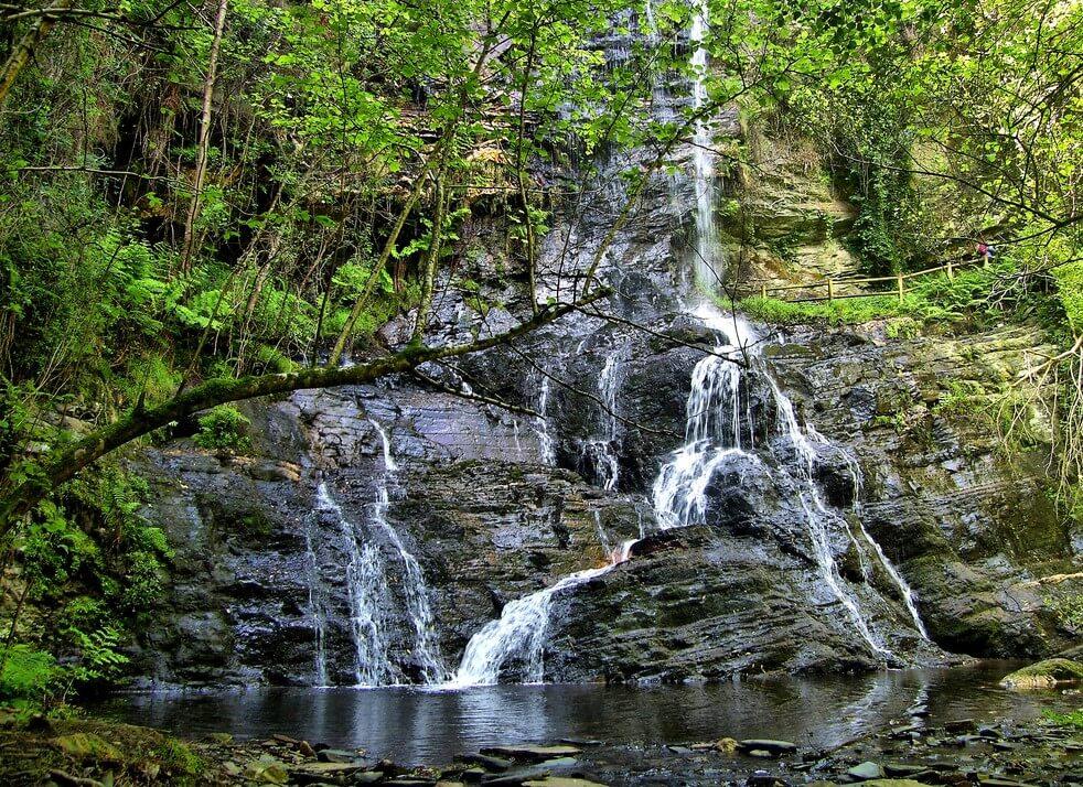 Una ruta a la cascada de Santo Estevo do Ermo
