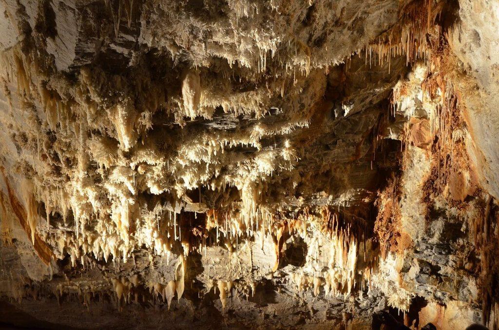 La imagen tiene un atributo ALT vacío; su nombre de archivo es cuevas-galicia-1024x678.jpg