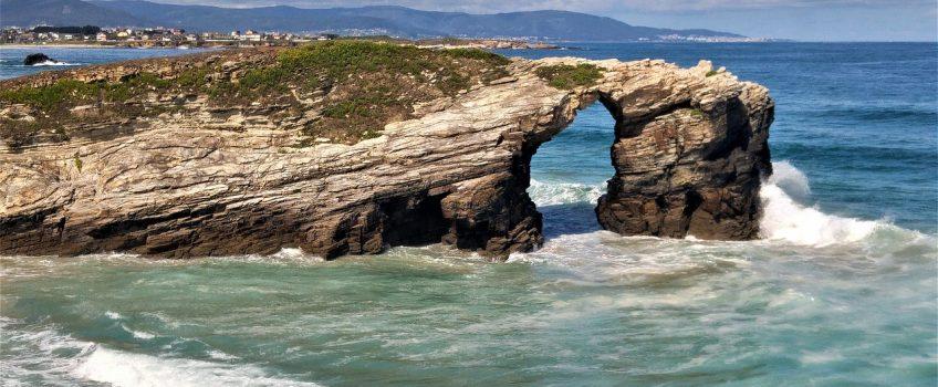 Playa de Las Catedrales, razón para ir de vacaciones a Galicia