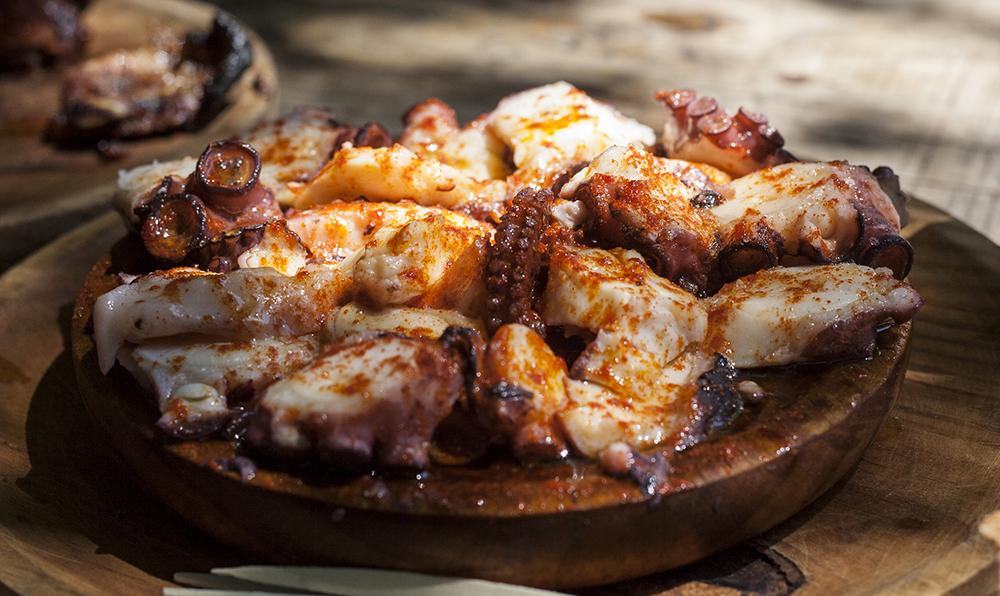 Pulpo a la gallega, uno de los platos de pescado gallegos