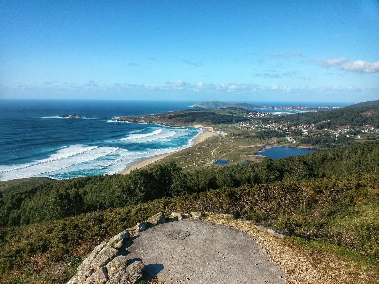 Playa de Doñinos en un viaje a Galicia en verano
