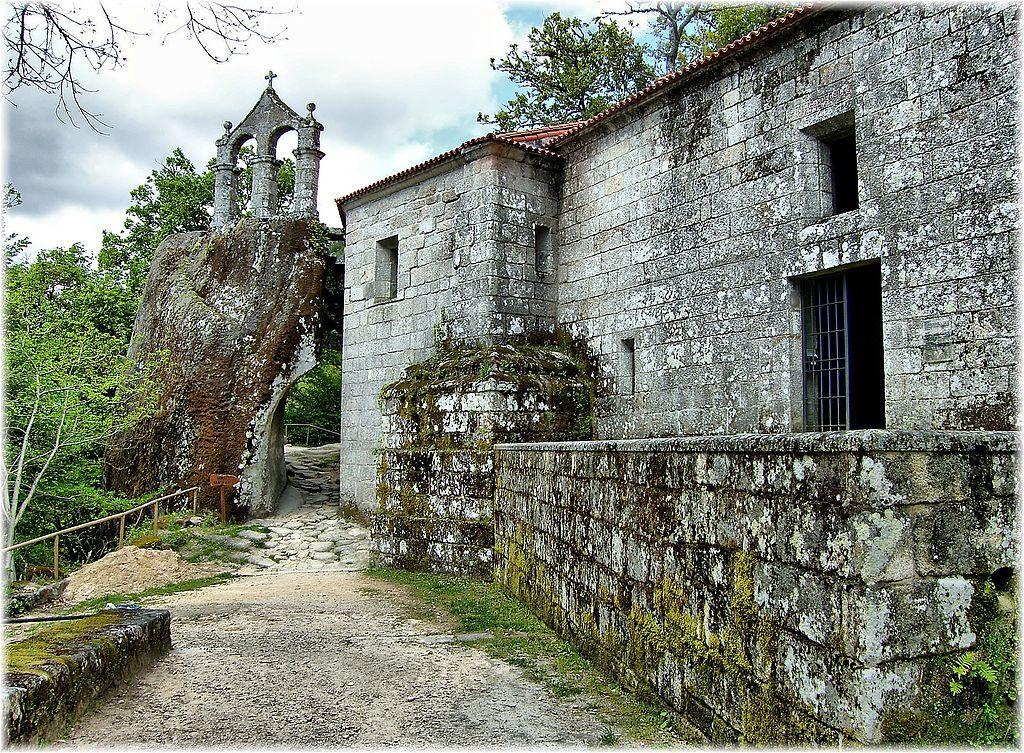 Monasterio de San Pedro de las Rocas en la Ribeira Sacra