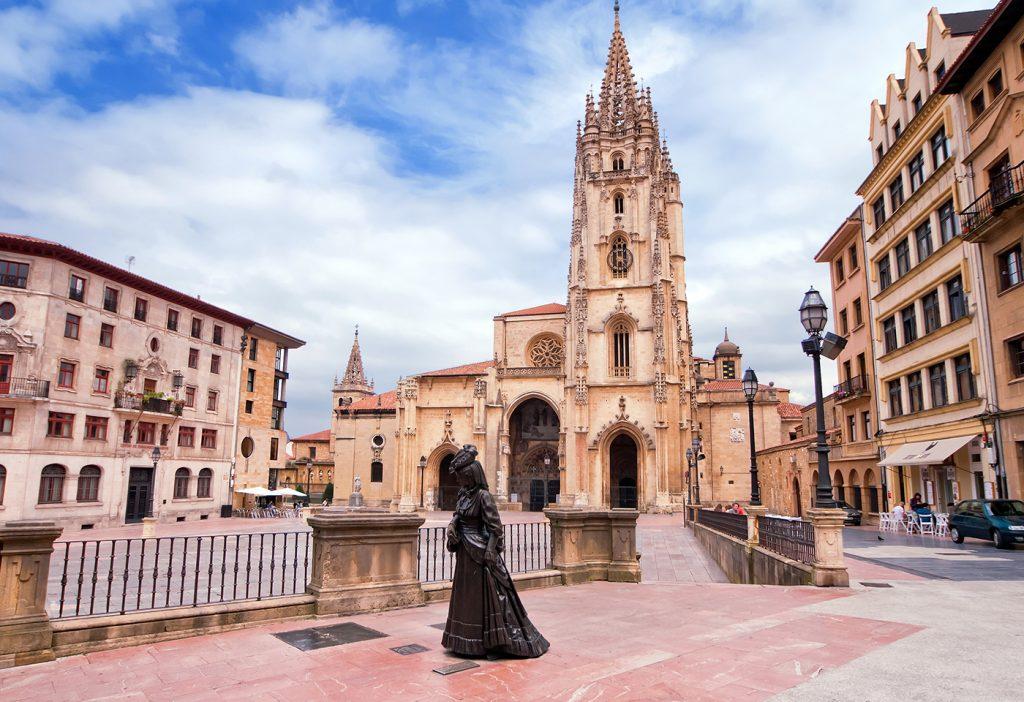 Catedral de Oviedo en una excursión desde Foz a Asturias