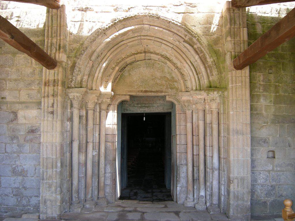 Portada del monasterio de Ferreira de Pallares