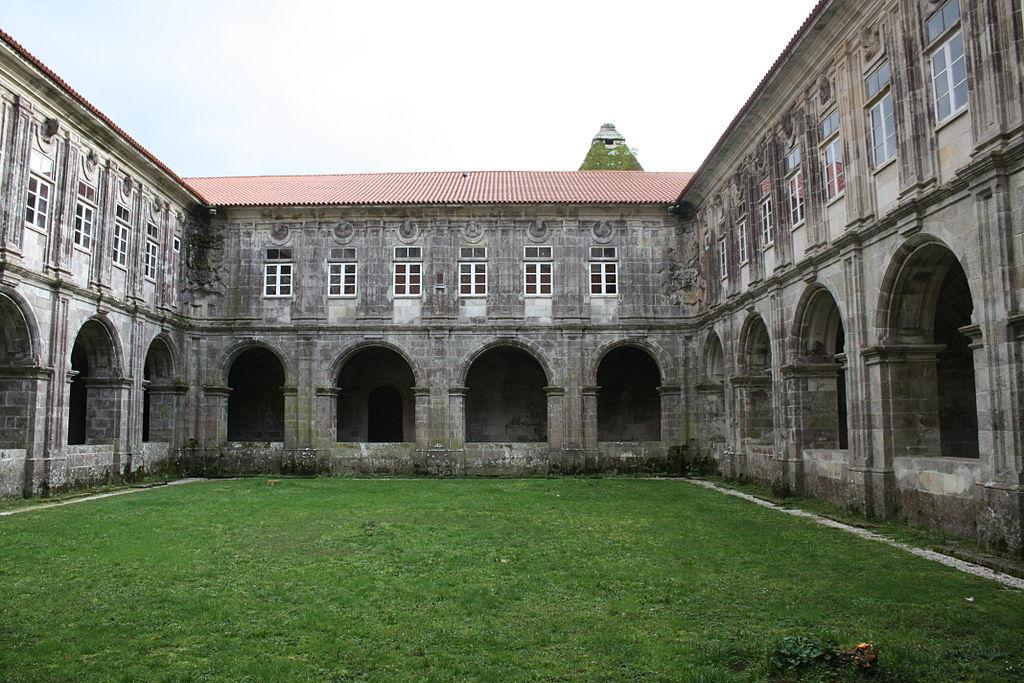 Claustro del monasterio de Santa María de Sobrado