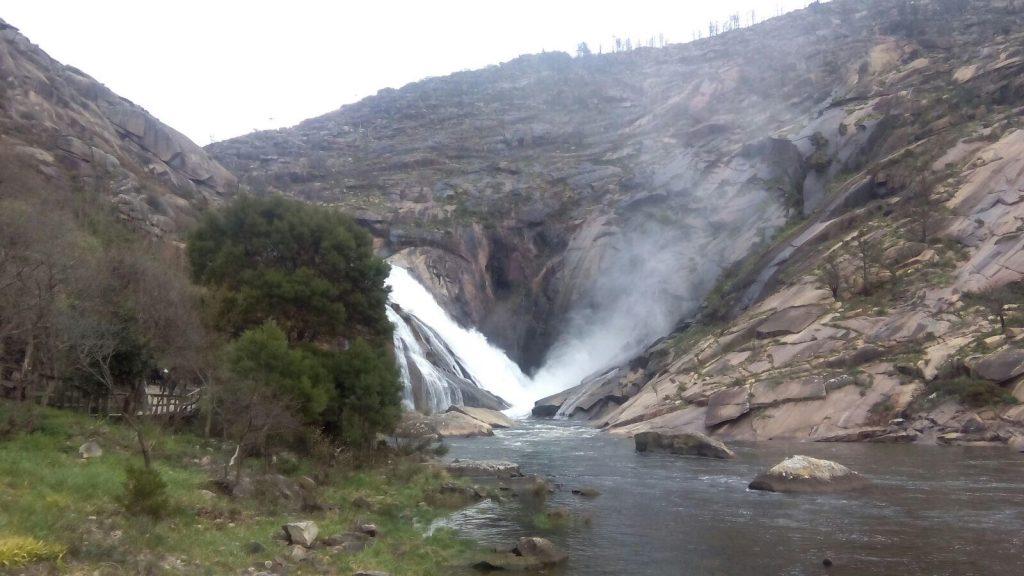 Vista de la Cascada de Ézaro